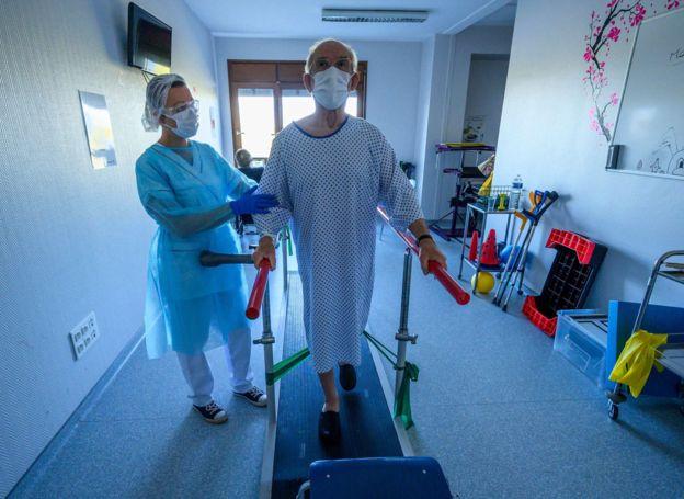 Reabilitação de coronavírus na França