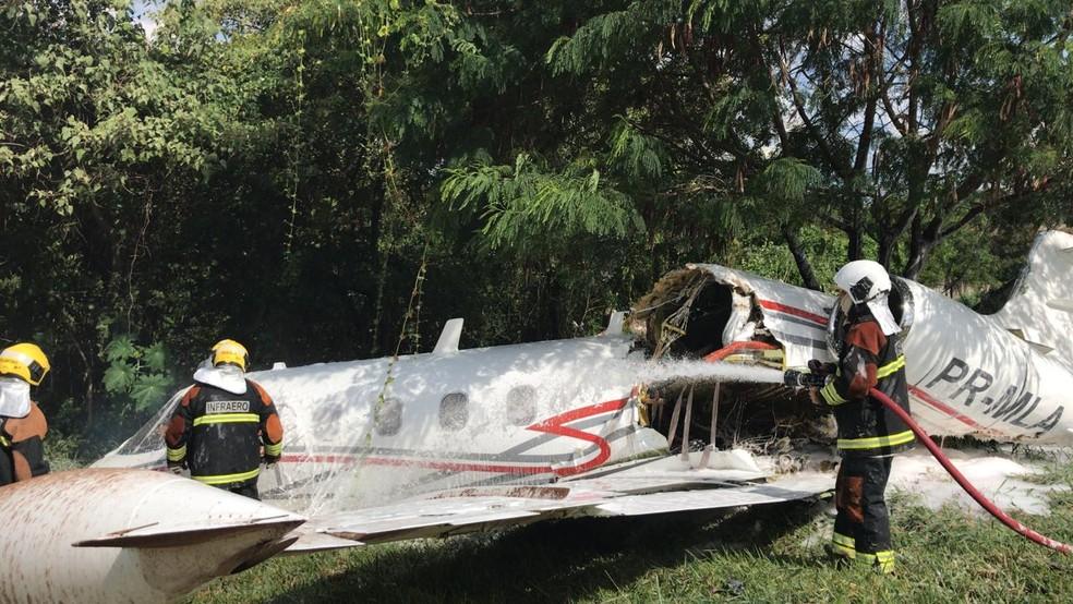 Aeronave cai no Aeroporto da Pampulha em Belo Horizonte